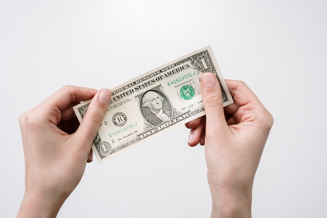 Bankovka v rukách